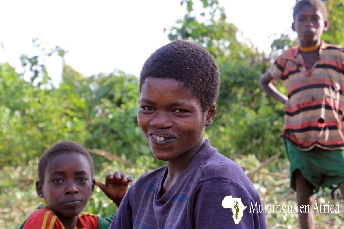 Mujer de la tribu Dizi. Fotografía tomada por Loreto Paredes en un poblado en la zona de Jeba, suroeste de Etiopía / 6 de Junio de 2016