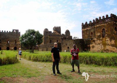 Con mi amigo Sintayehu Ababu en Gondar, la Cámelot de África | Gondar, norte de Etiopía (23 de octubre de 2017) | © Loreto Paredes Castro
