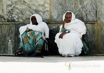 Mujeres en Iglesia de Santa María de Sión | Axum, Etiopía (26 de octubre de 2017) | © Juan-Pablo Guevara